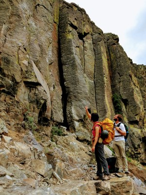 Crag Rock Climb - Tieton River: Royal Columns