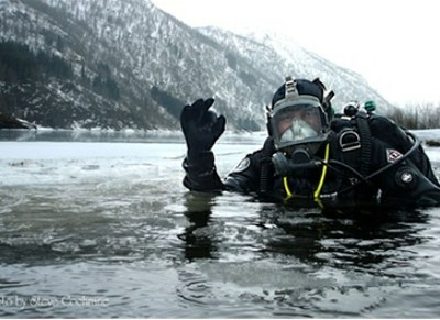 Icey SCUBA diving 2