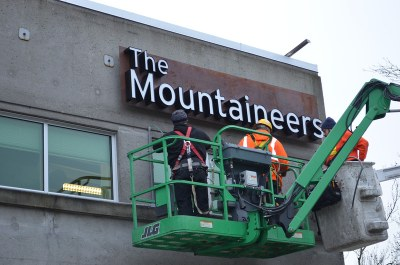 Mounting the sign