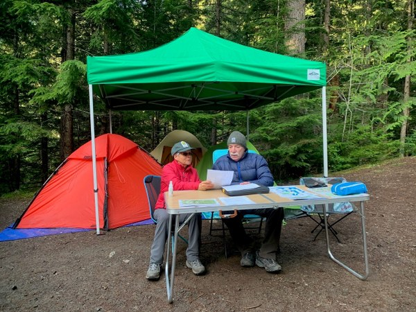 Kathy Weller and Jim French all set up and ready to talk about LNT Principles. Photo by Zua Stivers..jpg