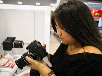 So, you want to buy a camera? - Online Classroom